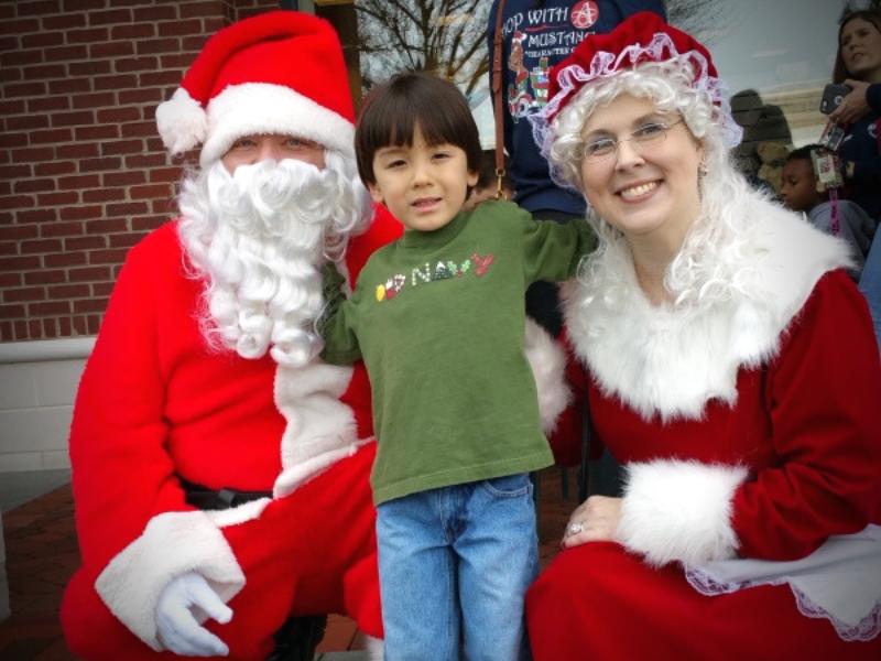 Santa at Avenue West Cobb