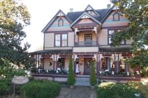 serendipity house facade